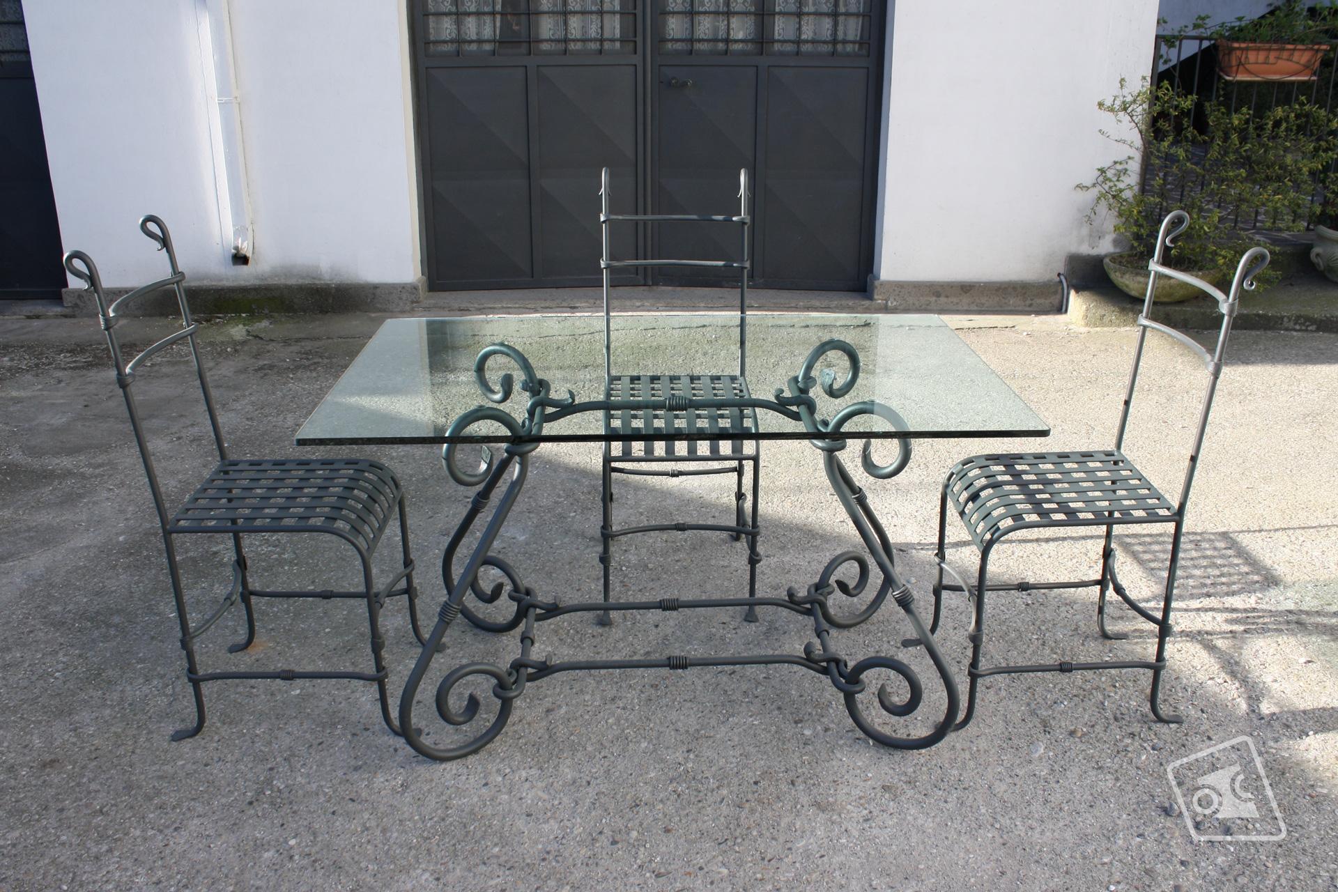 web_tavolo-e-sedie-in-ferro-battuto